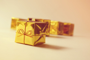 gifts_golder_wrapper_hires